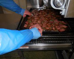 ジェットオーブンで様々な種類の具材を焼きます。